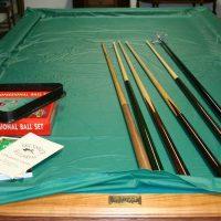 Brunswick pool table - LIKE NEW